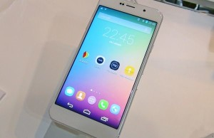 Review Huateng Flag D1. Another smartphone on two screens