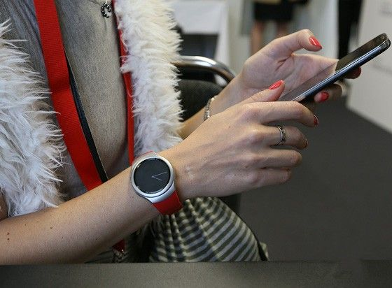 Preliminary review of smart watches Samsung Gear S2
